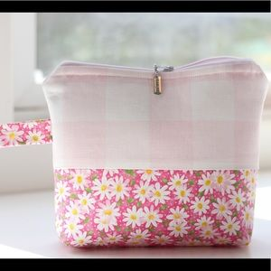 Handbags - Plaid and daisies cosmetic bag